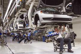 في قلعة صناعة السيارات.. نقابة العاملين الألمانية تحذر من موجة إفلاس بسبب أزمة كورونا