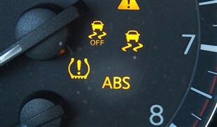 عند ظهور لمبة الـABS في تابلوه السيارة.. 4 خطوات عليك القيام بها