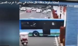 شاهد ولا تخف :لحظة سقوط حافلة تقل طلابا في بحيرة غرب الصين بالفيديو