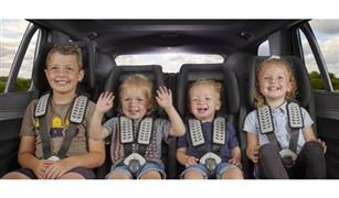 للأمهات.. متى تسمحين لطفلك الجلوس بالمقعد الأمامي للسيارة؟