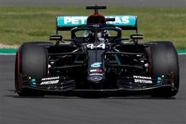 """هاميلتون نجم """"فورمولا 1"""" يسجل رقما قياسيا.. ويتصدر الترتيب البريطاني"""