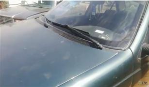 سيارة بيجو 405 موديل 95 للبيع في محيط سوق العاشر.. هل تراجعت أسعار السيارات الأقدم من 20 عاما|فيديو