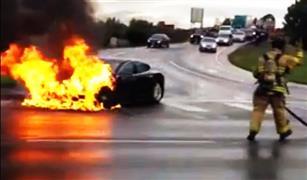 تسلا تحقق في أسباب اشتعال النار في أحد سيارتها بالصين