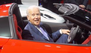 بايدن يستعين بشعار ترامب المفضل لدعم صناعة السيارات في أمريكا