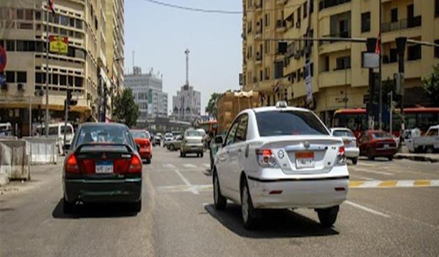 النشرة المرورية.. سيولة بحركة السيارات بمحاور وميادين القاهرة