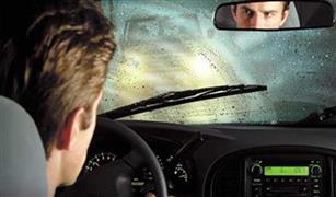 احترس من مثبت السرعة.. نصائح خبير لقيادة سيارتك على الطريق أثناء الأمطار