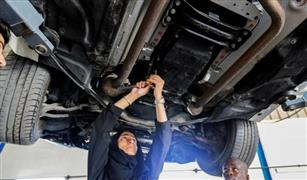 إماراتية تتحدى التقاليد وتعمل بمهنة «الميكانيكي».. وتكشف السبب