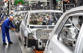 اليابانيون منقسمون بين الكوارث والارباح لشركات السيارات
