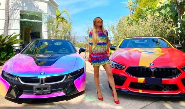سر الألوان الغريبة في سيارات باريس هيلتون ..شاهد صور  احدث اسطول لسياراتها