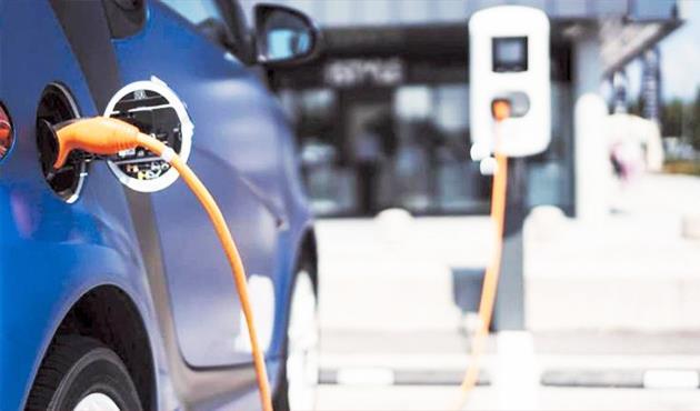 بعد طرح «نصر E70» خبير: سعر التأمين السيارات الكهربائية سيكون أرخص من التقليدية