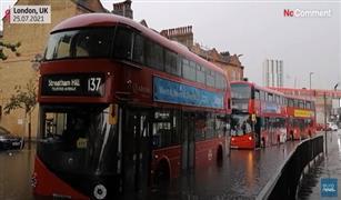 شاهد  سيارات وحافلات عالقة في شوارع لندن بسبب الفيضانات