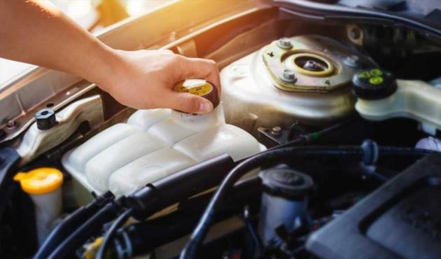 مياه السيارة تنقص رغم عدم وجود تسريب.. ما الأسباب؟