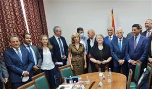 محافظ جنوب سيناء يبحث مع وزيرة التجارة الصربية زيادة عدد خطوط الطيران والسماح بتشغيل «إير كايرو »