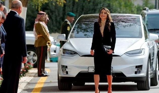 حينما تحصل السيارات الفخمة على طابع ملكي.. أسطول الملكة رانيا يضم تسلا ومرسيدس