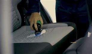 للفتيات  فقط :خطوة بخطوة.. طريقة سهلة لتنظيف مقاعد سيارتك الجلدية