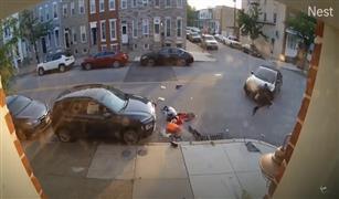 بالفيديو هوجه انتقام الزوجات وصلت امريكا . سيدة تحاول دهس زوجها عدة مرات بالسيارة للتخلص منه