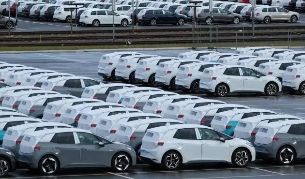 تراجع مبيعات السيارات الفرنسية بنسبة 35%.. ما الأسباب؟