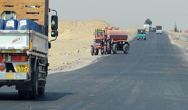 رسالة من وزارة النقل إلى سائقي الشاحنات الثقيلة على طريق الصعيد