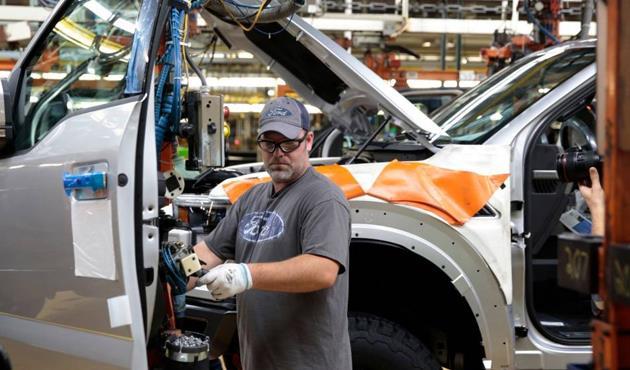 جنرال موتورز تعتزم زيادة إنتاج الشاحنات شيفي سيلفرادو 1500 وجي.إم.سي سيرا 1500