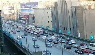 «كثافات مرورية» متحركة بالقاهرة والجيزة