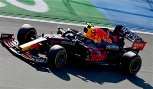 «فيتيل» يدافع عن ارتداءه لقميص بألوان قوس قزح في «سباق فورمولا-1» بالمجر